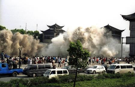tsunami_wave_coming_unexpected.jpg